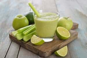 Sellerie-Avocado-Apfel Smoothie