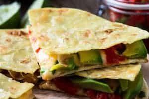 Quesadillas mit Avocado und Paprika