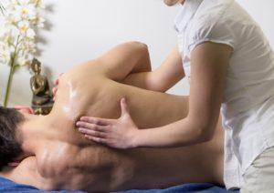 Behandlung des Chiropraktikers bei Rückenschmerzen